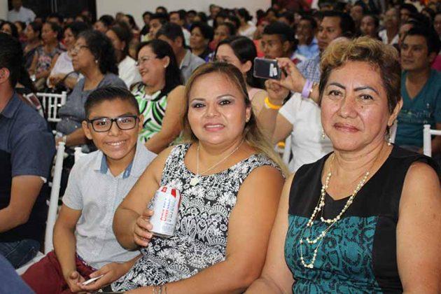 Brayan Vázquez, Mayra Pérez, Elizabeth Jiménez.