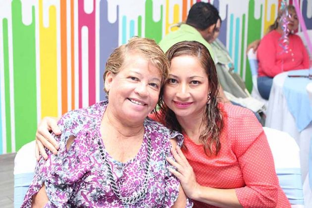 Josefina Cruz, Lucia Flores.