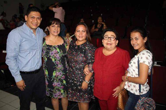 Víctor Egremy, María, Liliana Zúñiga, Lilia Damián, Lilián Guillén.