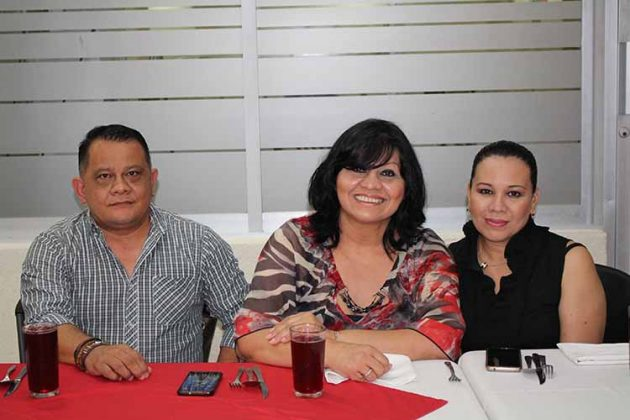 Herman Ortiz, Carina Martínez, Fanny Lee.