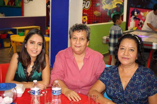 Gabriela Barrios, Dalila Escobar, Aida Barrios.