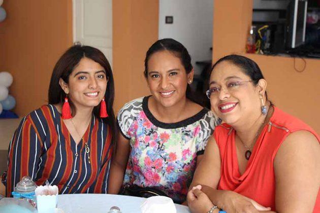 Clarissa Marroquín, Maggie Velásquez, Leticia Antonio.