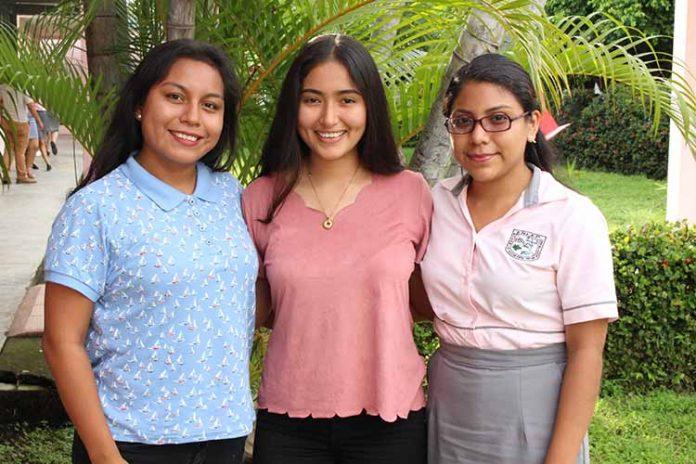 Salma Solís, Cinthia Morgan, Cynthia Vilchis.