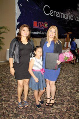 Helen & Nicole Ruiz estuvieron presentes en la graduación de Selene Ruiz.