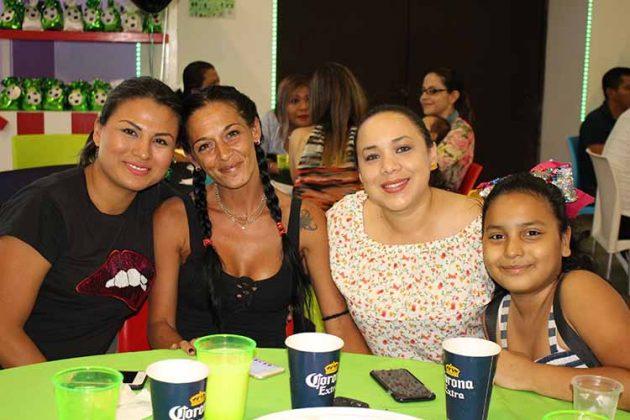 Ana de Escobar, Karina Fernández, Nancy Monzón, Caila Molet.