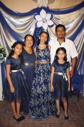 Valeria López, Gloria Silva, Mónica, Emilly, Artemio López.