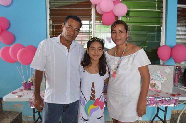 Los anfitriones fueron sus consentidores padres: Antonio Antonio & Fanny Servín de Antonio.