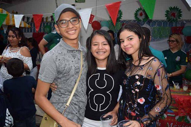 Daniel Ballinas, Majo Gómez, Vanessa Burgos.