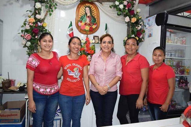 Mary Chávez, Vale Pineda, Doris Ríos, Amanda Hernández, Carol Chávez.