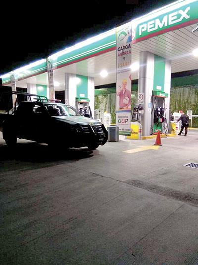 Asaltan Gasolinera a Metros de Seguridad Pública