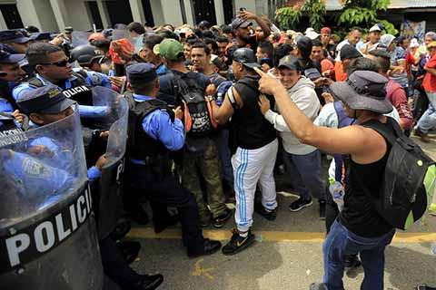 Presidente de Honduras Ofrece Ayuda a Migrantes Para que Regresen a su País