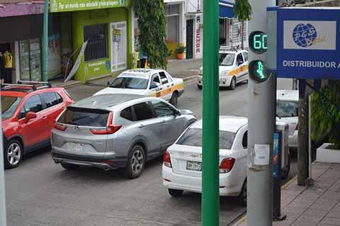Taxistas Cobran Exageradas Tarifas a Pasajeros en el Hospital Regional