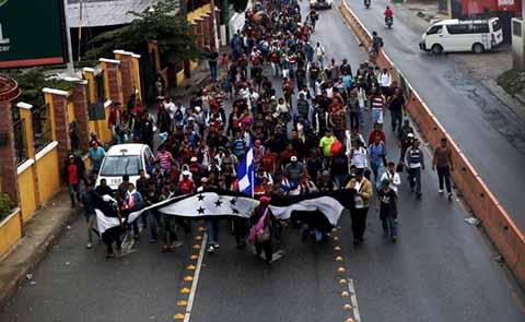 Otra Caravana de Hondureños Inicia Travesía en Guatemala Rumbo a EU
