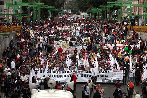 Más de 65 mil personas se concentraron en el zócalo de la ciudad de México, con la consigna