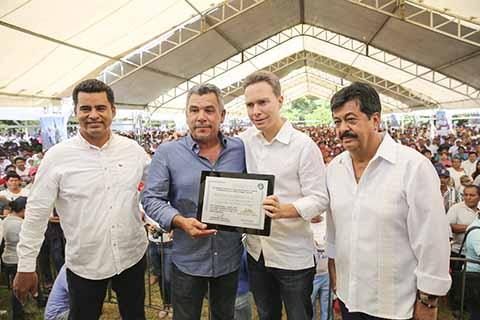 Recibe Velasco Reconocimiento de la Confederación Mexicana de Cooperativas Pesqueras y Acuícolas