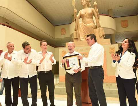 Chiapas avanzó en la implementación del nuevo Sistema de Justicia Penal, con el trabajo del ahora gobernador electo, Rutilio Escandón Cadenas, destacó el gobernador Manuel Velasco Coello.