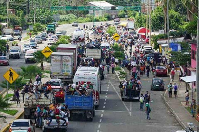 Arriba la Caravana de Migrantes a Huixtla; Cierran Comercios por Temor a Saqueos