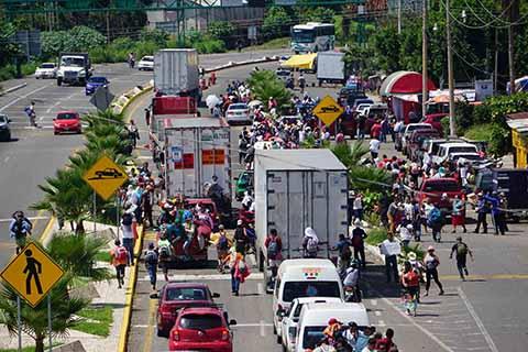 Migrantes Abandonan Tapachula Para Seguir su Travesía Hacia EU