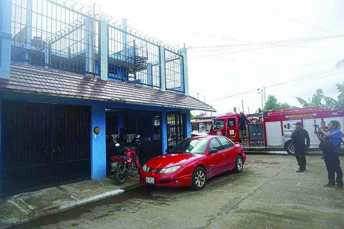 Bomberos Controlan Incendio en una Cuartería