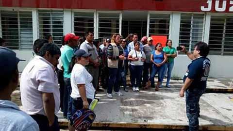 Burócratas Cierran Acceso a Tapachula y Protestan en Penales, Escuelas y Calles