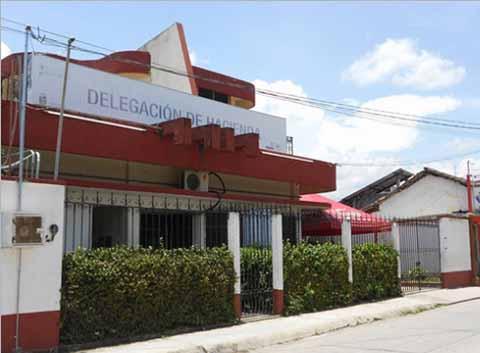 Burócratas Tomaron Instalaciones de la Delegación de Hacienda en Huixtla