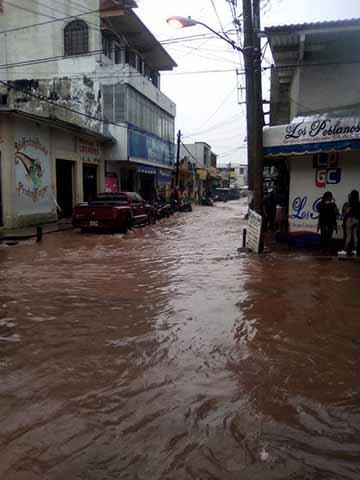 Torrencial Lluvia Inunda Huixtla