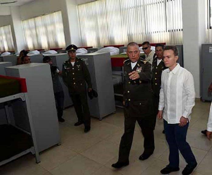 El secretario de la Defensa Nacional, Salvador Cienfuegos Zepeda y el gobernador Manuel Velasco Coello, inauguraron del Cuartel del 101 Batallón de Infantería y Unidad Habitacional del Ejército Mexicano, en el municipio de Chicomuselo, con lo que se mejora la economía y seguridad en la zona.