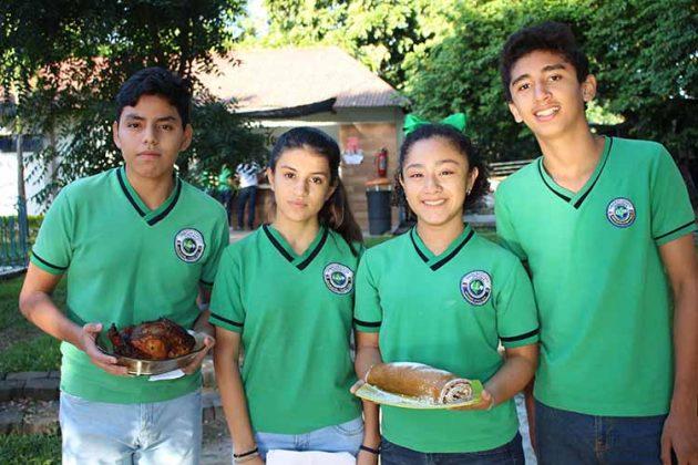 Daniel Morales, Habibe Terán, Alexa Valencia, Luis Martínez.