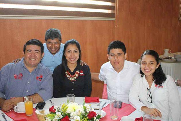 Carlos Mejía, Mario Blas, Jenifer Solís, Rafael Morales, Romina Soto.
