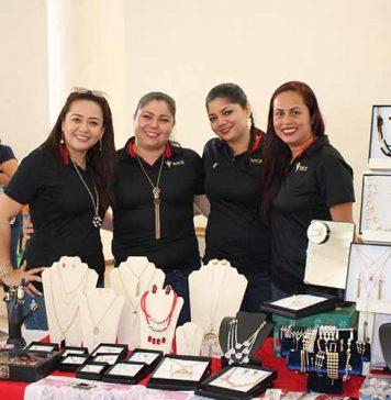 Claudia León, Yesenia, Sandi Palomeque, Gaby García.
