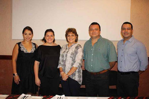 Ana María Solórzano, secretaria; AnaEneldaLuttmann, vicepresidenta; Martha Villaseñor, presidenta; Feliciano Reyna, vicepresidente; Jorge Elorza, tesorero.