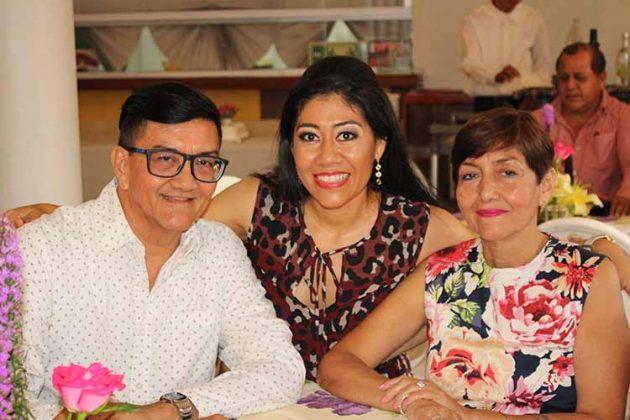 Sergio Mayorga, Rosa María Saucedo, Alby Mayorga.