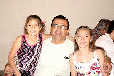 Monserrat, Arnoldo, Alejandra Barrios.