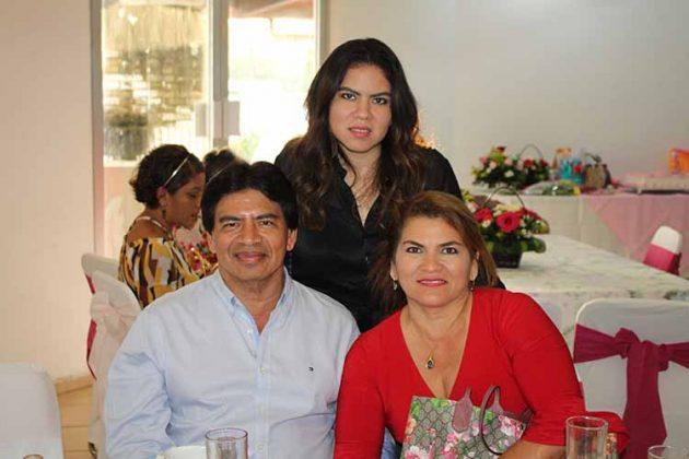 Sergio Cruz, Mina González, Diana Cruz.