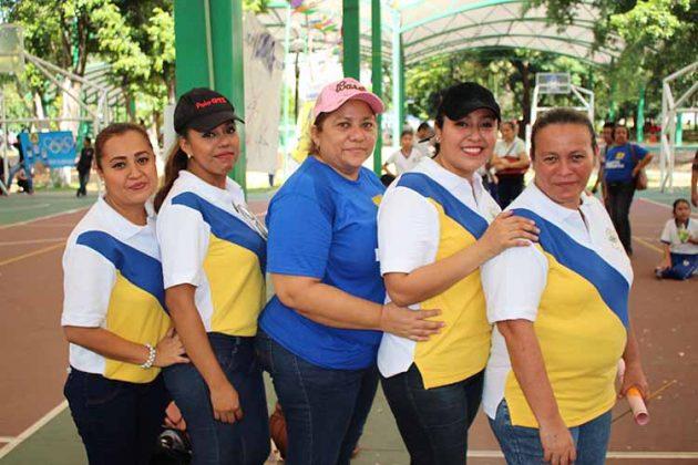 Leidi Nucamendi, Guadalupe Germán, Consuelo Matuz, Eleani Vázquez, Laura Castaleda.