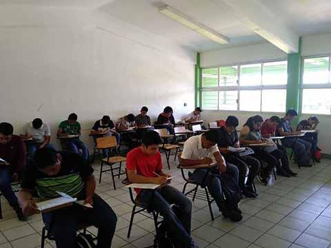 Presentan más de 3 mil 700 Jóvenes el Examen de Admisión de la UNACH