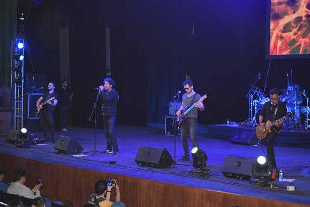 La actuación de la banda de rock Los Daniel´s, fue la carta fuerte en el inicio del festival.