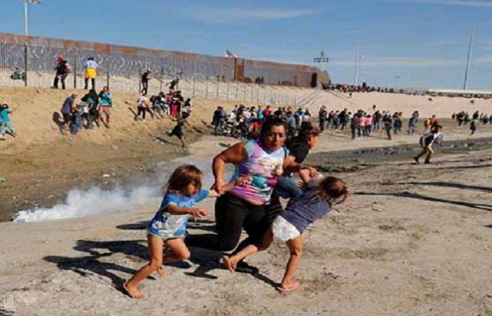 La Policía Fronteriza de Estados Unidos disparó bombas de goma y de gas lacrimógeno contra cerca de 500 migrantes que buscaban cruzar de manera ilegal a su nación, en la frontera con Tijuana. Los ilegales habían evadido la garita de El Cahaparral. Por su parte, el gobierno de México informó que reforzará la frontera con elementos de la Policía Federal.