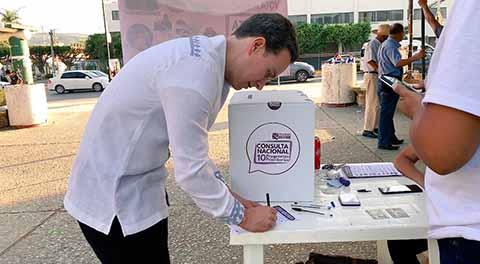 Vota Gobernado Velasco en la Consulta nacional