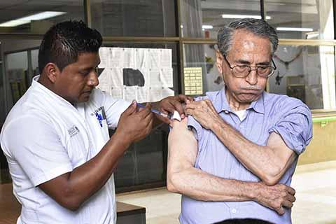 Avanza Cobertura de Vacunación Contra Influenza
