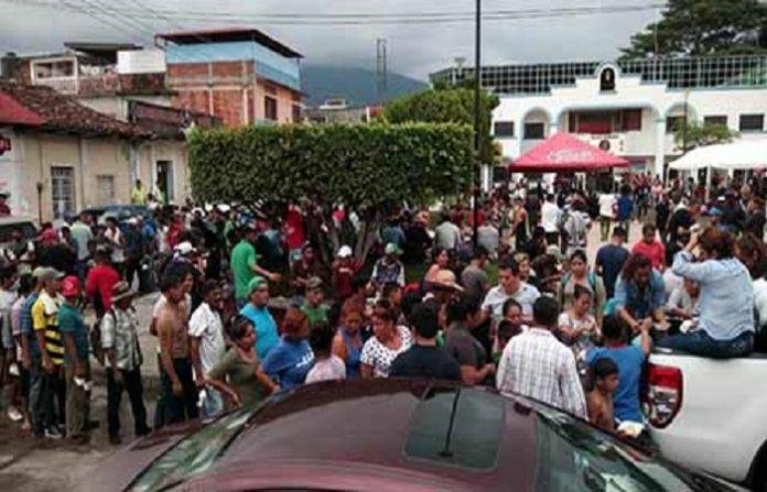 Las policías de México investigan a polleros y delincuentes infiltrados en las caravanas, quienes vienen cometiendo actos de violencia en su ingreso al país.