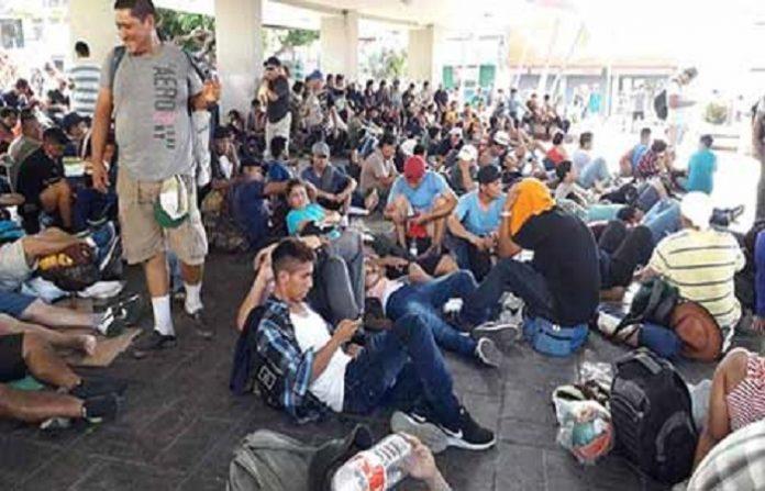 El día de ayer llegó a Tapachula la cuarta caravana conformada por migrantes de El Salvador, quienes ingresaron de manera ilegal a territorio nacional; se espera que en el transcurso del día continúen su recorrido hacia Huixtla. Mientras tanto, la segunda caravana llegó a Arriaga y se prepara para reanudar su camino hacia Veracruz. En la CDMX esperan el arribo de al menos 5 mil migrantes de la primer caravana, los cuales serán alojados en el Estadio Azteca y la Magdalena Mixhuca.