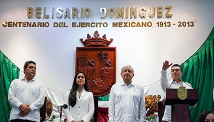 En ceremonia solemne realizada en el recinto de la 67 Legislatura del Congreso Estatal, Rutilio Escandón Cadenas tomó protesta como gobernador del Estado de Chiapas, para el periodo 2018-2024, evento en el que refrendó su compromiso de alinearse a los ejes de austeridad republicana, emprendidos por el nuevo Gobierno Federal que encabeza Andrés Manuel López Obrador.
