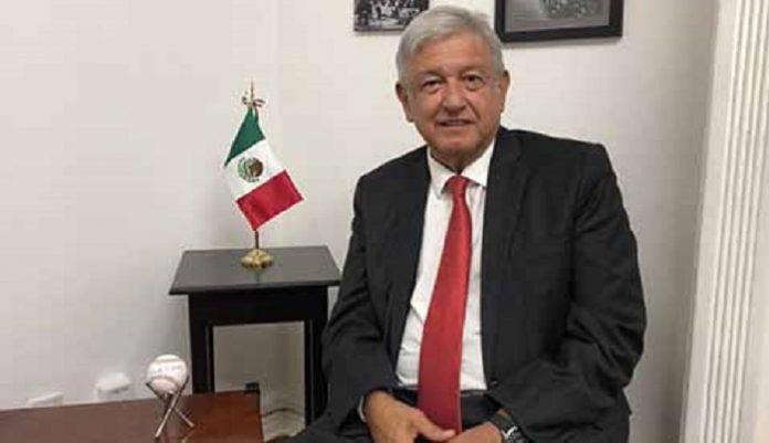 Funcionarios que Ganaban Millonarios Sueldos se Quieren Seguir Rayando: AMLO