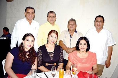 Juan José Tirado, Dilma Tirado, Elva de Tirado, Alfredo Tirado, Javier Vázquez, Fredi Fernández.
