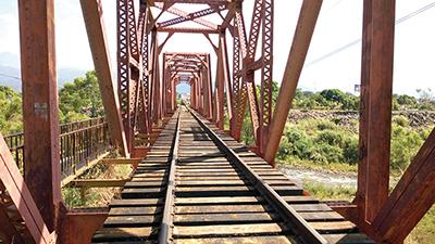 Alto Riesgo en el Puente de Ferrocarril