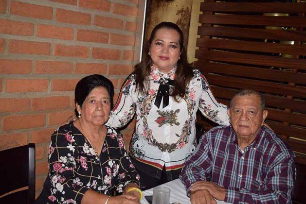 Josefa Avendaño, Magali Villagomez, Jorge Villagomez.
