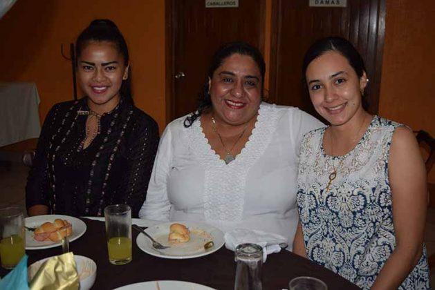 Itzel Osorio, Amparo Molina, Lili López.