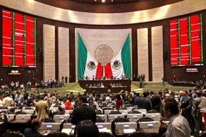 Con 34 votos a favor, catorce en contra, y cero abstenciones, la Comisión de Presupuesto y Cuenta Pública aprobó en lo general el dictamen de Presupuesto de Egresos de la Federación 2019, para el ejercicio fiscal del año entrante, donde se dispondrá de cinco billones 838 mil 59.7 millones de pesos.