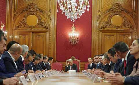 Los gobernadores celebraron que el Presidente Andrés Manuel López Obrador, haya reconocido y modificado una de las principales preocupaciones, que tenían los mandatarios estatales con los coordinadores de programas sociales.